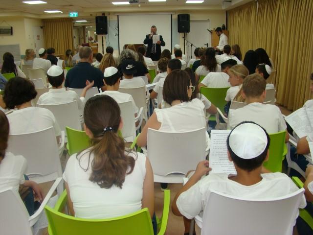 """תלמידי עירוני ג' בערב הסליחות (צילום: יח""""צ)"""