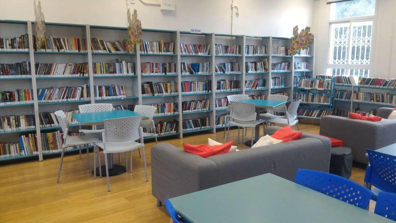 ספריית סניף אחוזה של בית הספר הריאלי