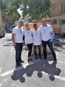 רועי שווץ, יוסי לחם, רותי לוי וקנין מעיריית חיפה ויוסי כהן במבצע ההתרמה בפסח