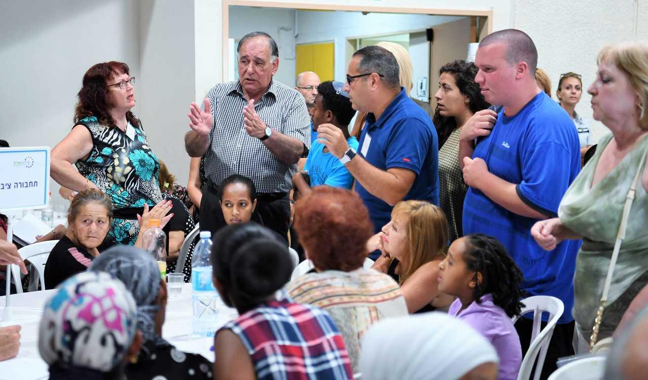 מפגש העירייה עם תושבים בנוה יוסף ונוה פז (צילום: ראובן כהן)