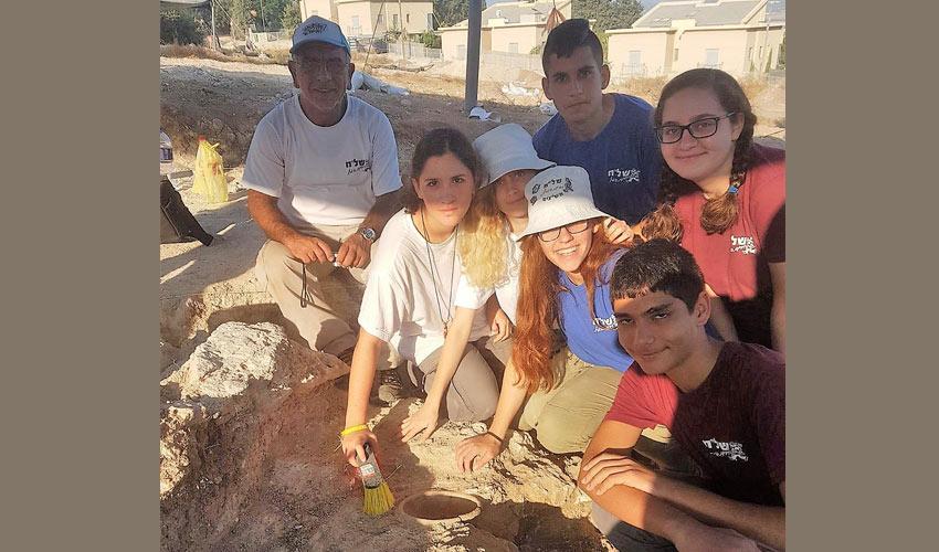 תלמידי עירוני ה' בתל ריסים (צילום: בית הספר עירוני ה')