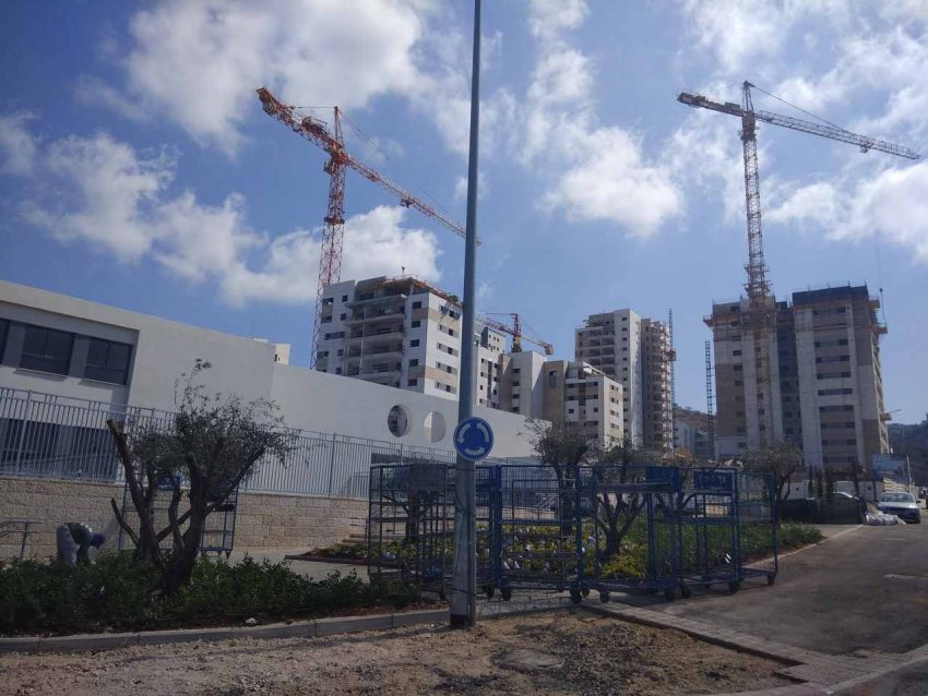בנייה חדשה בנאות פרס (צילום: רמי שלוש)