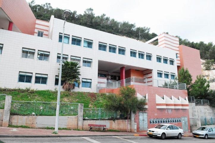 בית הספר אלמותנבי