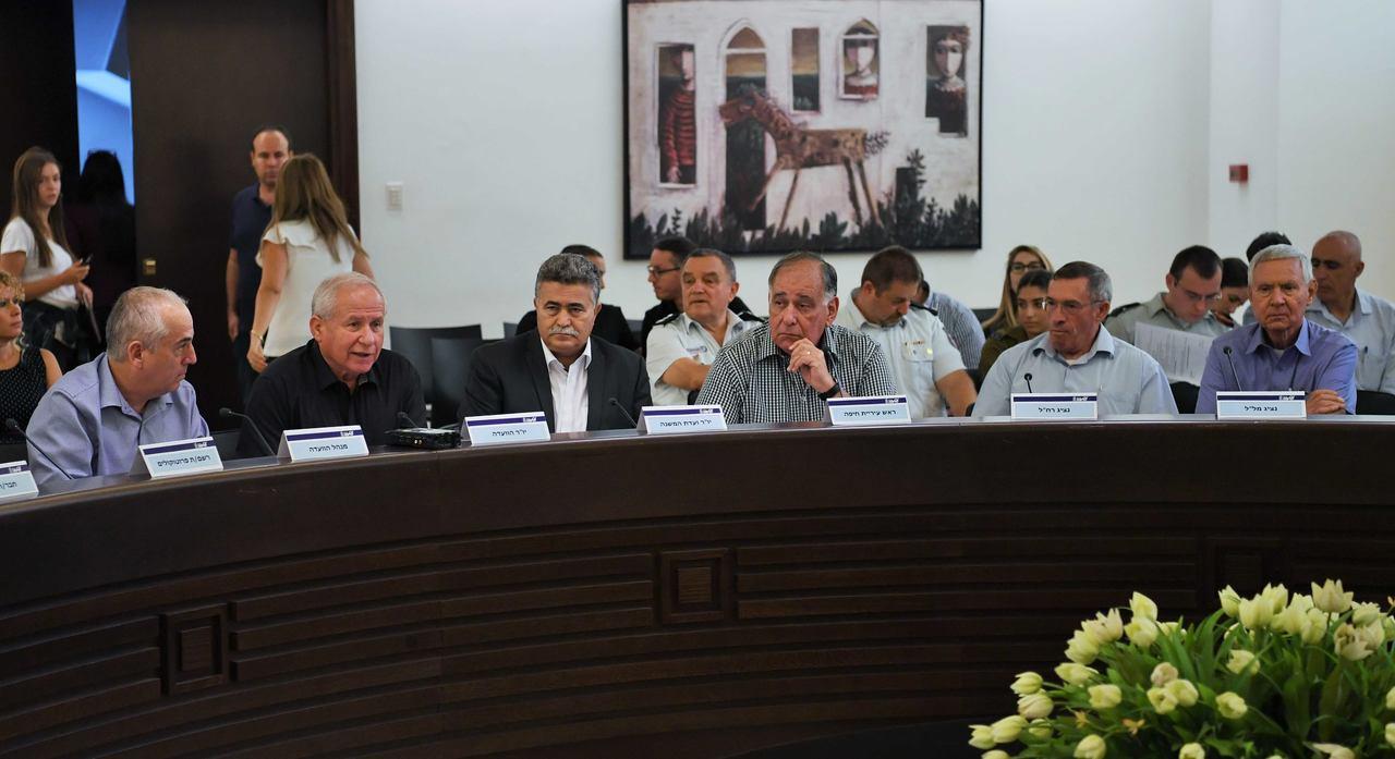 חברי ועדת החוץ והביטחון בדיון עם ראשי הרשויות המקומיות (צילום: ראובן כהן)