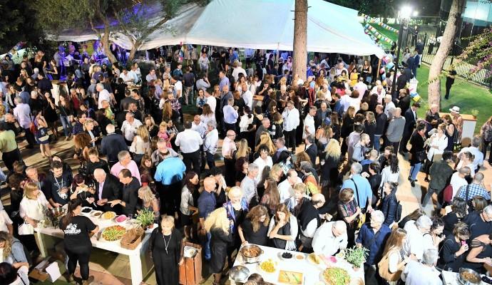 באירוע פתיחת הפסטיבל מסתודדים שועי העיר (צילום: ראובן כהן)
