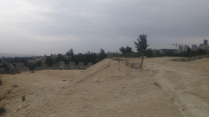 השטח שעליו עתידה לקום שכונת גבעת זמר (צילום: רמי שלוש)
