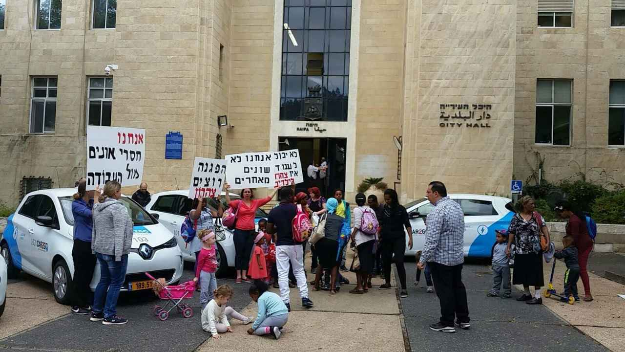 הפגנת ההורים מול עיריית חיפה