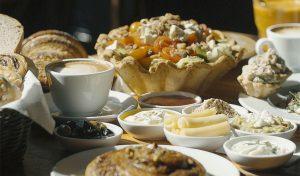 ארוחת בוקר בקונדיטוריה של גל (צילום: מאור כהן)