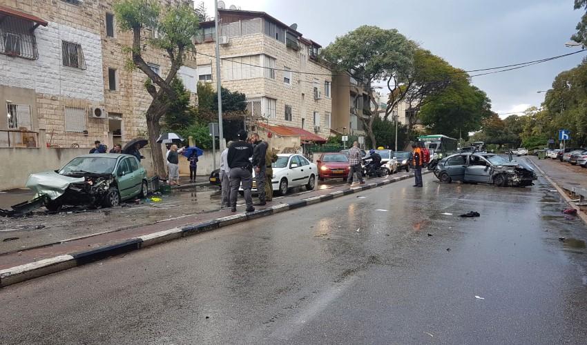 התאונה ברחוב אלנבי בחיפה (צילום: דוברות איחוד הצלה כרמל)