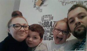 יונתן וקרינה צסרסקי עם ילדיהם בן וקרינה