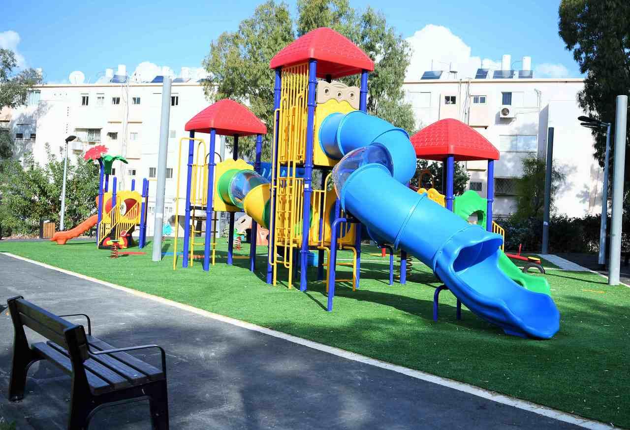 גן המשחקים החדש ברחוב מרסיי (צילום: ראובן כהן)