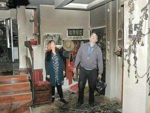 """הזוג כהן בביתם השרוף. """"לא רצו לתת לנו אפילו חמישה אחוזים"""""""