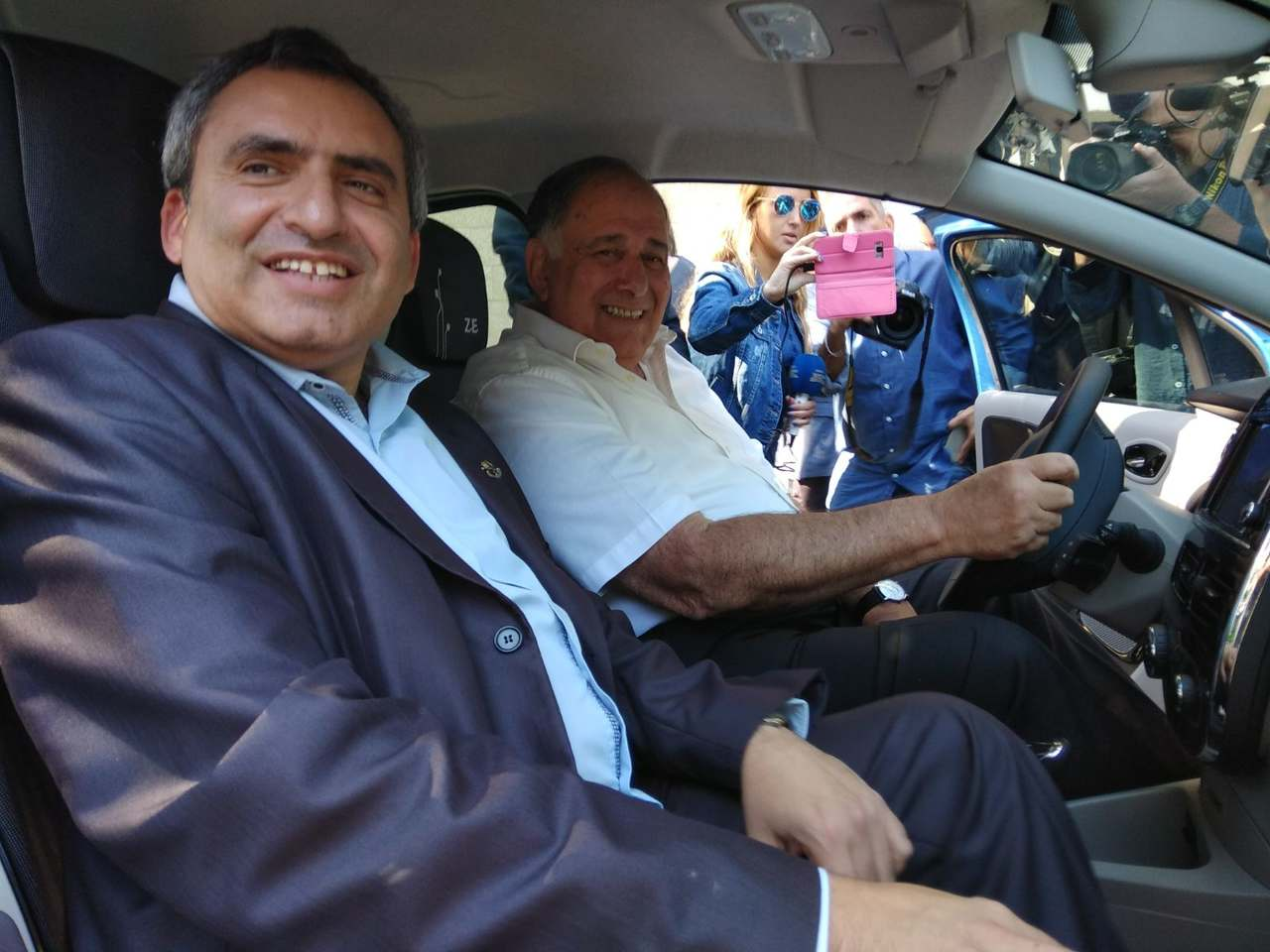 יונה יהב וזאב אלקין חונכים את פרויקט Car2G0 (צילום: רמי שלוש)