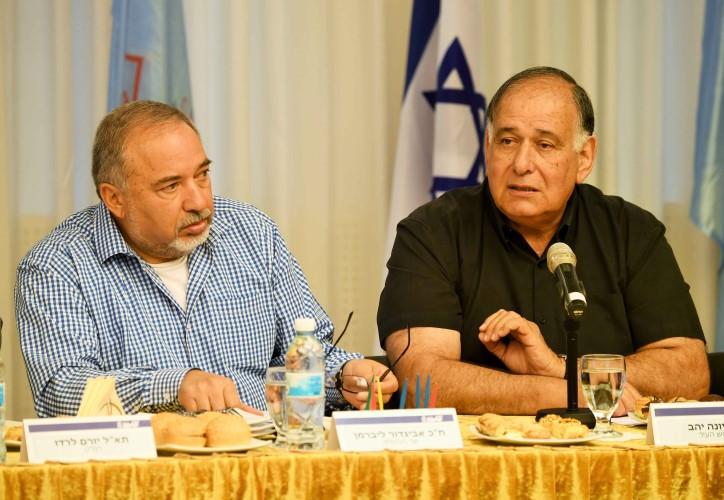 יונה יהב ואביגדור ליברמן (צילום: דוברות עיריית חיפה)