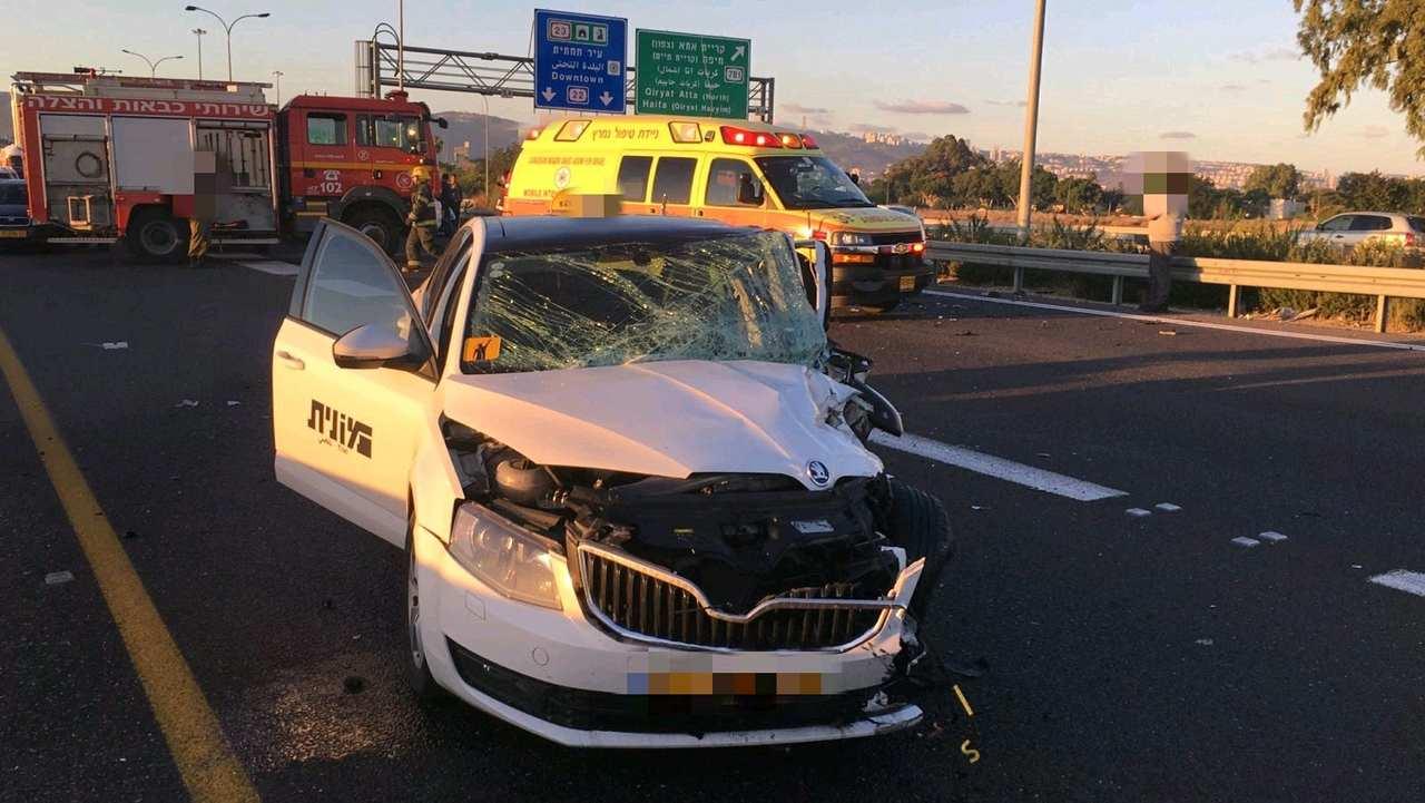 """התאונה בכביש 22 (צילום: דוברות מד""""א כרמל)"""