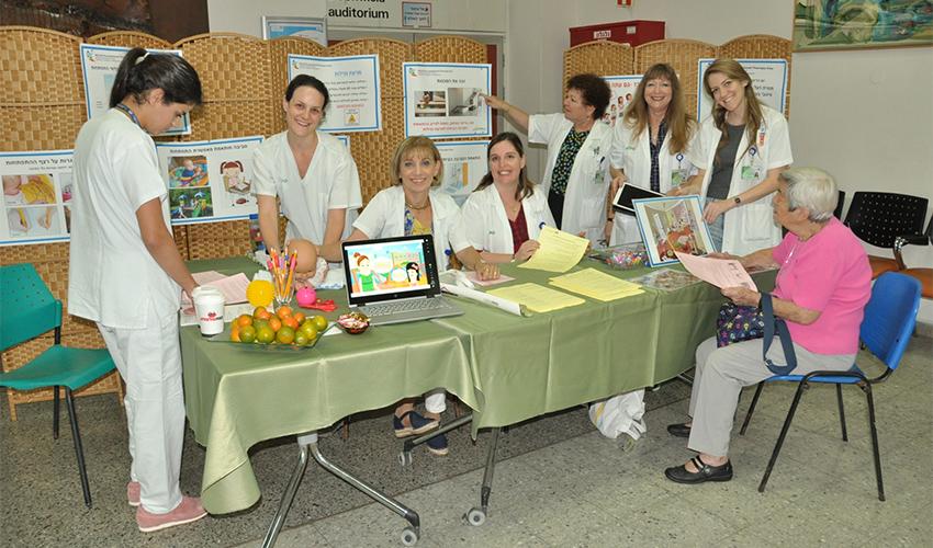 צוות המחלקה לריפוי בעיסוק במרכז הרפואי כרמל (צילום: אלי דדון)