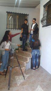 תלמידי אלמותנאבי בעבודה על סרטון המיתוג (צילום: בית הספר אלמותנאבי)