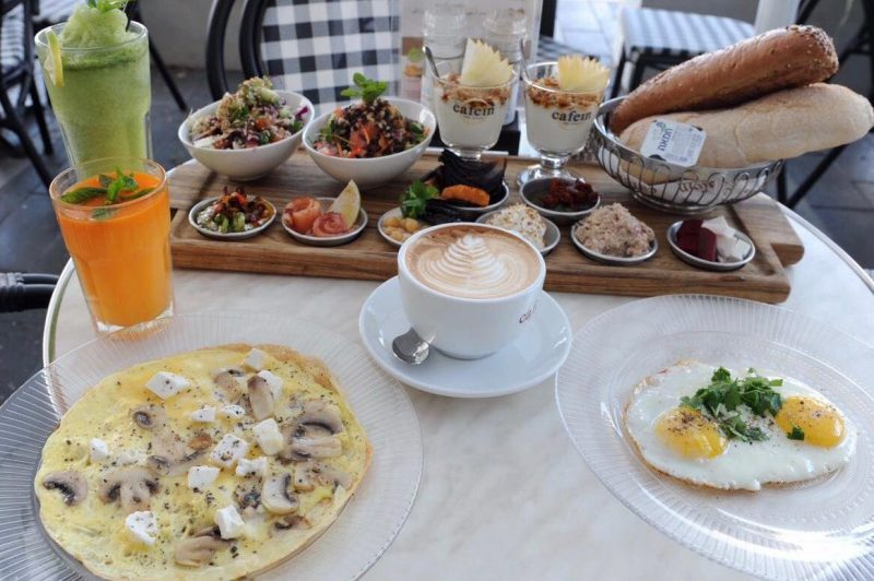 ארוחת בוקר בקפאין. צילום: רמי שלוש