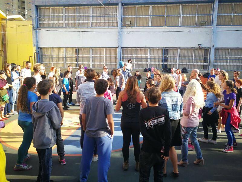 ילדי בית הספר יזרעאליה עם תלמידי אולפן עציון