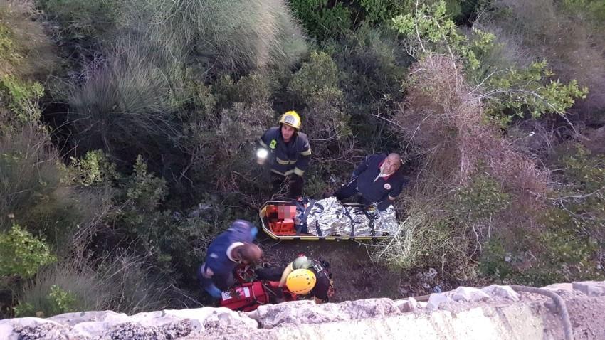החילוץ ברחוב החשמונאים (צילום: דובר מחוז חוף בשירותי הכאות אורי צ'ובוטרו)