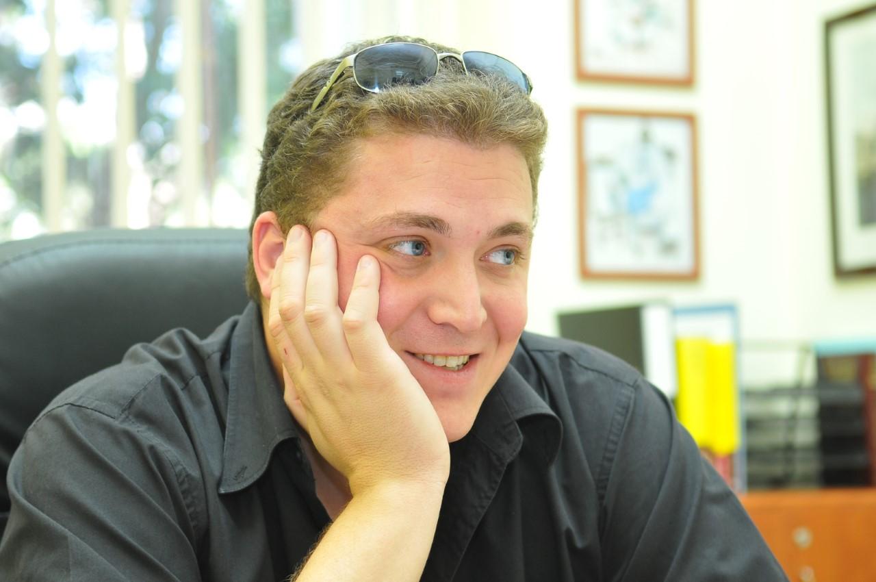 """מנהל אגף התרבות בעירייה אורי בלום ז""""ל (צילום: צבי רוגר)"""