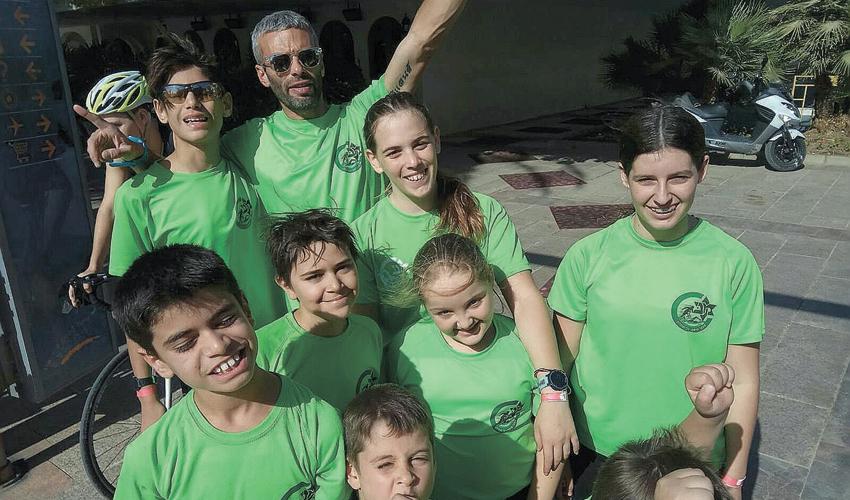 קבוצת הטריאתלון הצעירה של מכבי חיפה. אחד מענפי הספורט הקשים ביותר (צילום: אגודת מכבי חיפה)