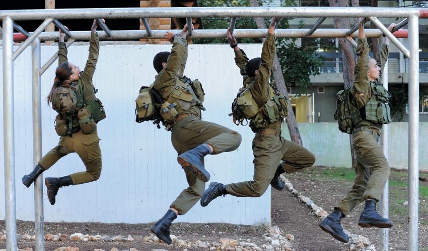 חניכים בפנימייה הצבאית (צילום: רמי שלוש)