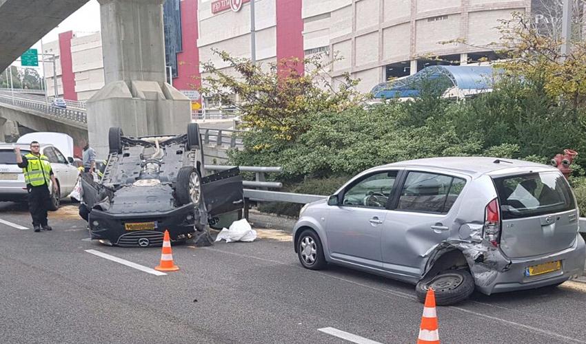 התאונה בכביש מנהרות הכרמל (צילום: דוברות רשות הכיבוי וההצלה)