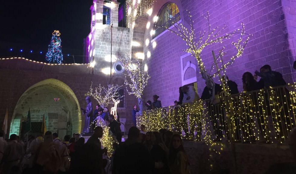 הכנסייה המרונית אחרי הדלקת אורות חג המולד (צילום: שושן מנולה)