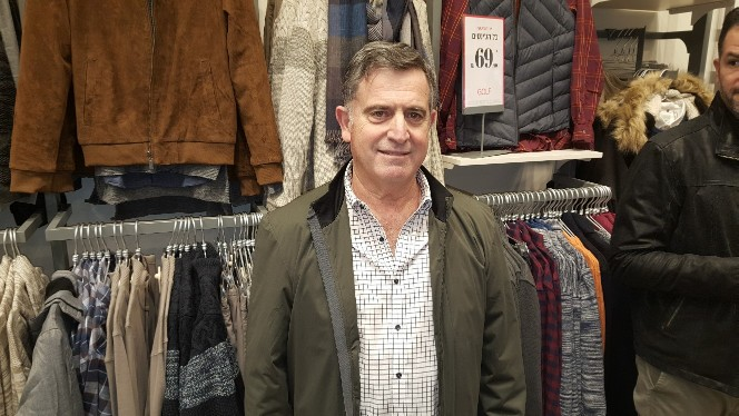 """מנכ""""ל רשת גולף רביב ברוקמאייר בפתיחת החנות בגרנד קניון. תהליך קנייה מהיר"""