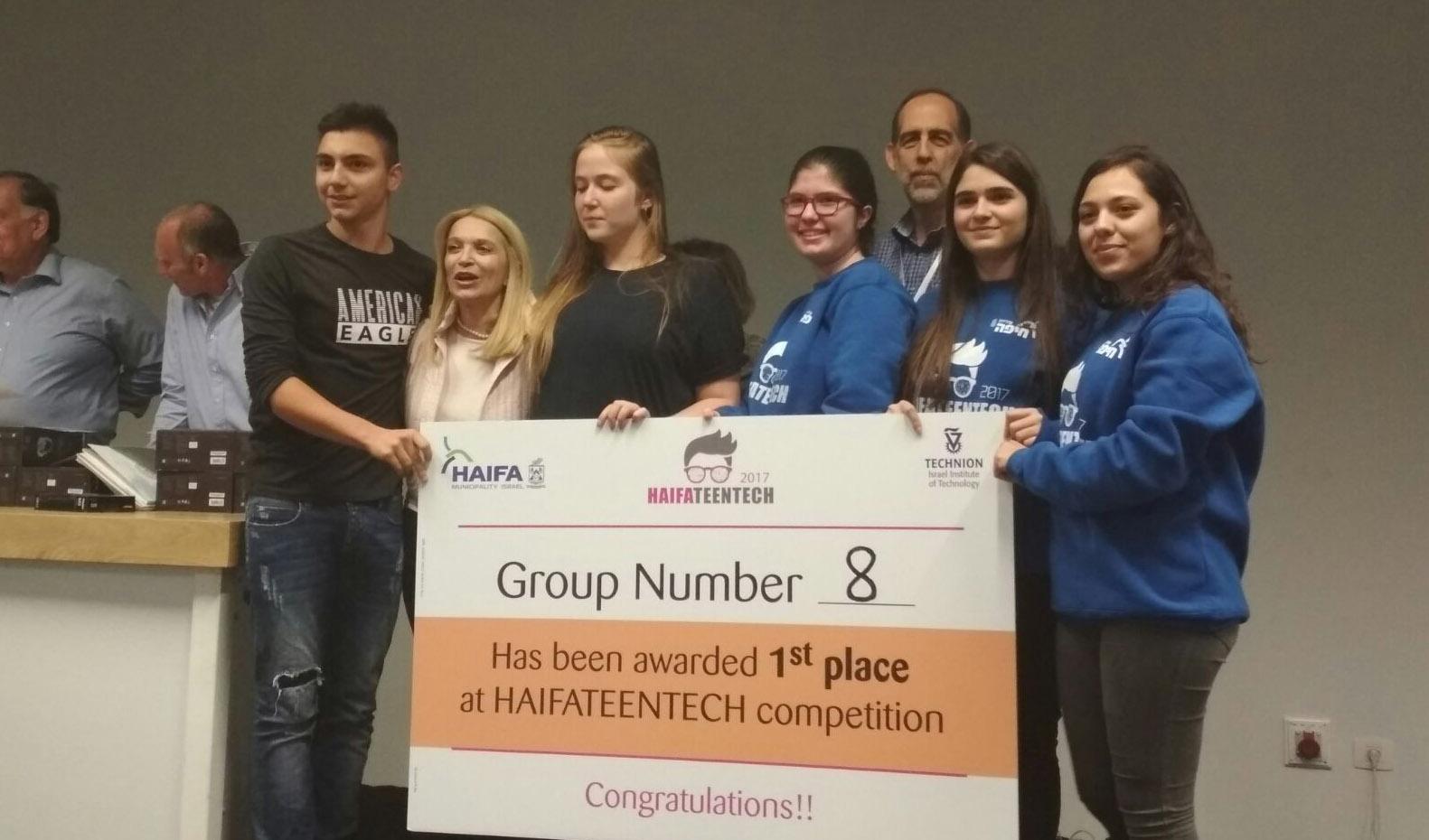 """הזוכים במקום הראשון בתחרות הטכנולוגיה (צילום: יח""""צ)"""
