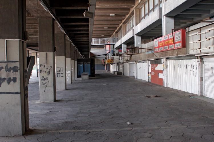רציפי התחנה הישנה העזובים (צילום: קובי פאר)