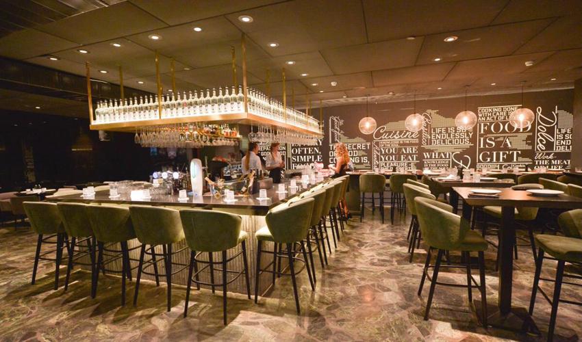 """פאב-מסעדה אלטו. ספיר חסון: """"צריך להעיר את העיר גם באמצע השבוע"""" (צילום: פפראצי אירועים)"""