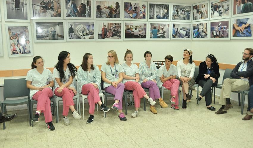 """המתנדבים של פרויקט """"גרעין כרמל"""" (צילום: אלי דדון)"""