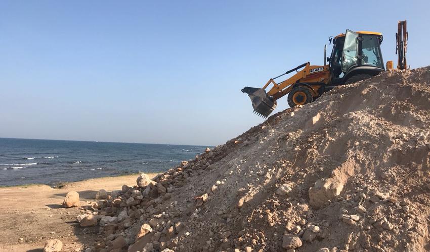 העבודות להארכת הטיילת בחוף הים בחיפה (צילום: קהילת חיפה בחברה להגנת הטבע)