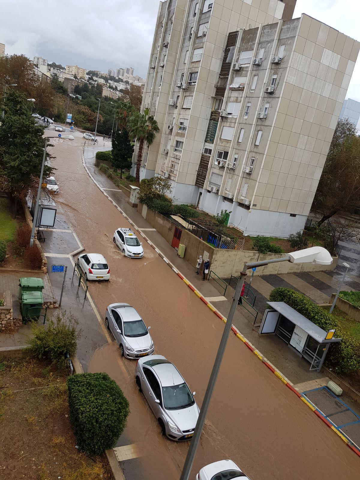 רחוב מוצף בשער העליה - מבט מלמעלה (צילום: דוד דומב)