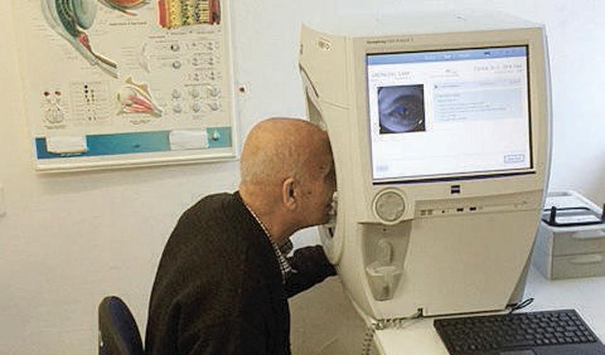 המכשיר לבדיקה ממוחשבת של שדה הראייה (צילום: דוברות שירותי בריאות כללית)
