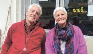 עם האחות סוזן. בשנת 2000 שבו להתגורר ביחד בניו יורק ומאז הם לא נפרדו (צילום: חגית הורנשטיין)