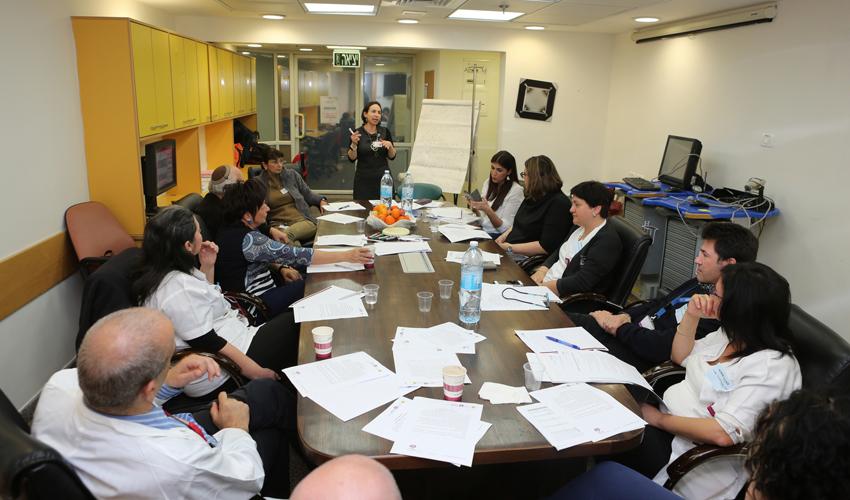 """מפגש שולחנות עגולים בקריה הרפואית רמב""""ם (צילום: פיוטר פליטר)"""