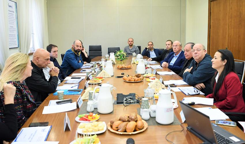 נציגי רשות החדשנות בישיבה בעיריית חיפה (צילום: ראובן כהן)