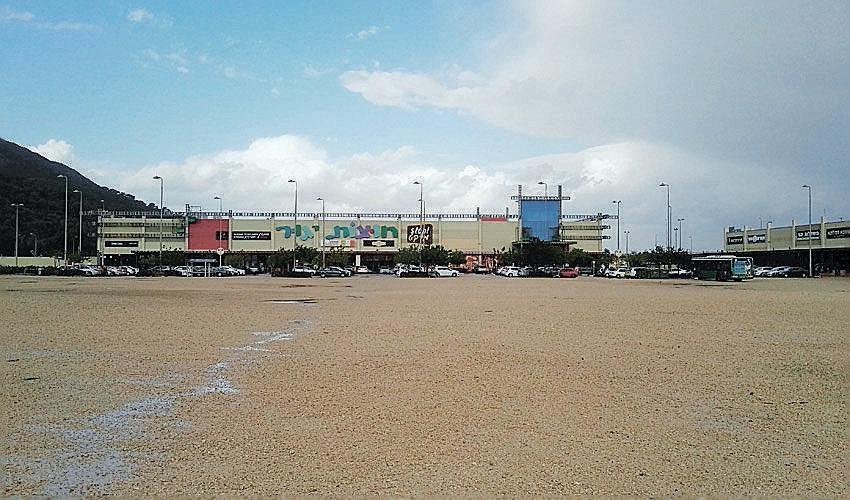 השטח המיועד לחניון החנה וסע ליד קיבוץ יגור (צילום: אביב מלכי)