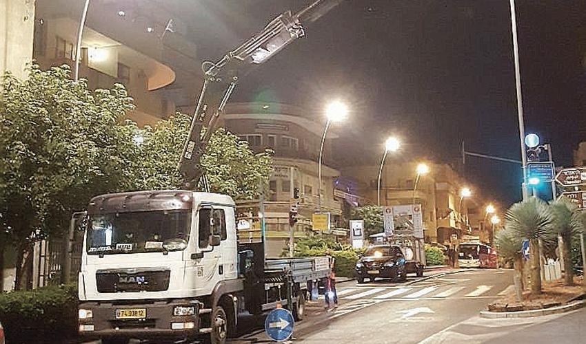 התאורה החדשה ברחוב הרצל (צילום: חברת יפה נוף)