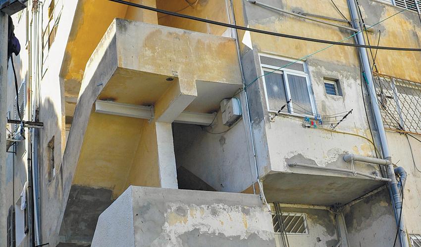 חזית בניין בהדר (צילום: אדיר נמרוד כץ)