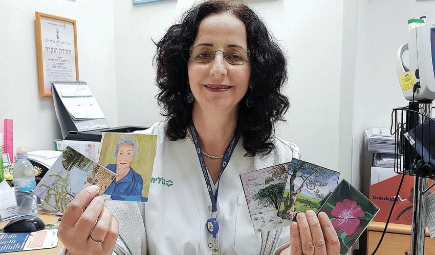 מירי בלאופלד והקלפים (צילום: דוברות שירותי בריאות כללית)