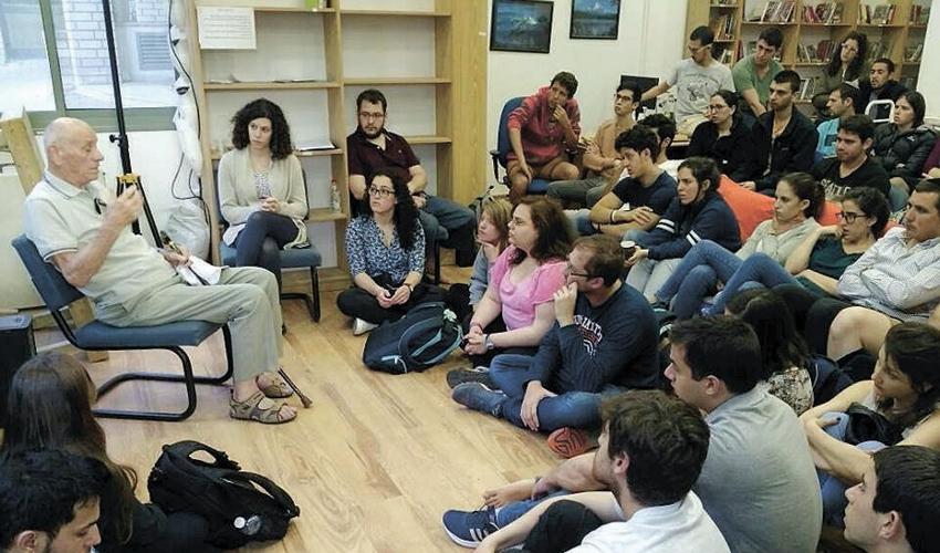 """מפגש """"זיכרון בסלון"""" בטכניון בשנה שעברה (צילום: ארגון הלל ישראל בטכניון)"""
