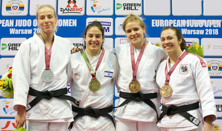 ענבל שמש עם מדליית הזהב בתחרות גביע אירופה בפולין. ניצחה הגמר יריבה מקומית (צילום: איגוד הג'ודו האירופי)