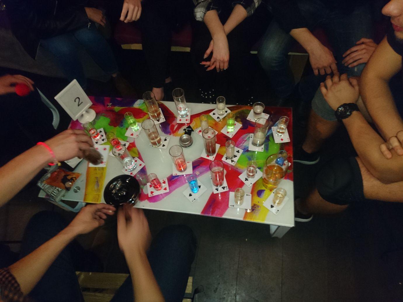 קריפטו. משחקי שתייה שמצריכים קיבולת נאה לכמויות גדולות של אלכוהול