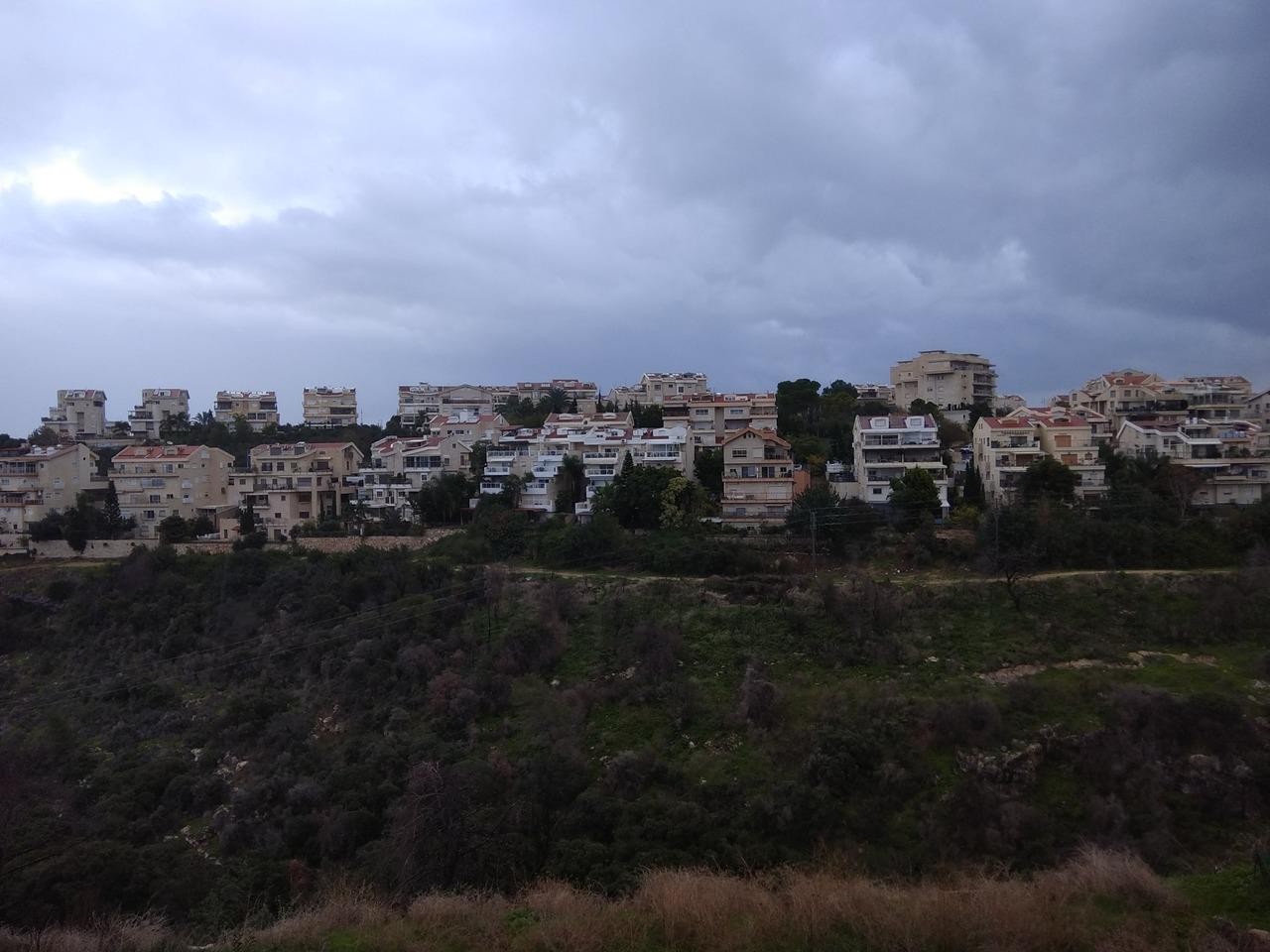 שכונה בחיפה (צילום: רמי שלוש)