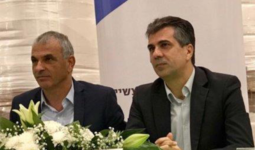 שר הכלכלה והתעשייה אלי כהן ושר האוצר משה כחלון (צילום: דוברות משרד הכלכלה והתעשייה)