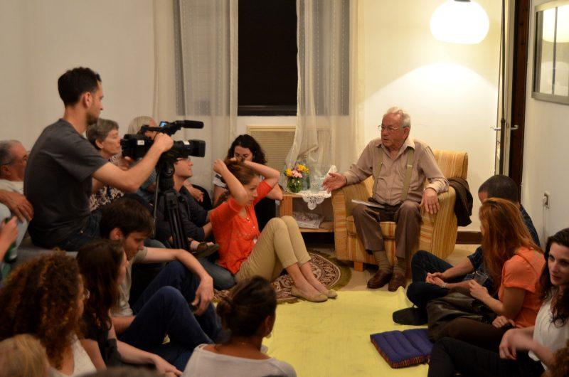 """מפגש של """"זיכרון בסלון"""" ביום השואה"""
